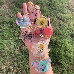 Diy Resin Art, Resin Crafts, Diy Crafts, Bts Taehyung, Bts Jimin, Mochila Do Bts, V Chibi, Kpop Diy, Accesorios Casual