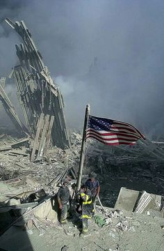 Images rarely, if ever, seen in the mainstream press - September 2001 - World Trade Center Attack - Twin Towers Collapse - WTC Jumpers - WTC 911 Video - Attack on the Pentagon - The beheading of Eugene Armstrong - The beheading of Nicholas Berg - The b We Will Never Forget, Lest We Forget, Photographie New York, Photo New York, 11. September, Trade Centre, God Bless America, American History, American Flag