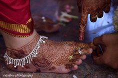 From thick statement bands to effectively tender violin and sole to effectively twice designs, girls' anklets come in quite a few. Tribal Tattoos For Women, Tattoos For Women Flowers, Foot Tattoos For Women, Shoulder Tattoos For Women, Payal Designs Silver, Silver Anklets Designs, Anklet Designs, Ankle Jewelry, Feet Jewelry