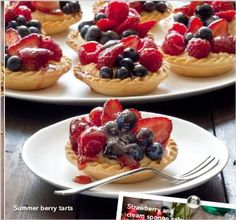 Christmas dessert alternatives that will impress your guests - Summer Berry Tarts No Bake Desserts, Delicious Desserts, Yummy Food, Xmas Food, Christmas Desserts, Berry Tart, Summer Berries, Sweet Tooth, Bakery
