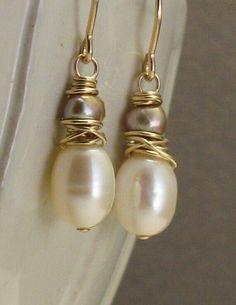 Godiva Ohrringe Elfenbein und Champagner Perlen an 14 von trillium Godiva earrings ivory and champagne beads on 14 from trillium Pearl Jewelry, Wire Jewelry, Jewelry Crafts, Beaded Jewelry, Jewelry Ideas, Jewelry Necklaces, Beaded Earrings, Earrings Handmade, Handmade Jewelry