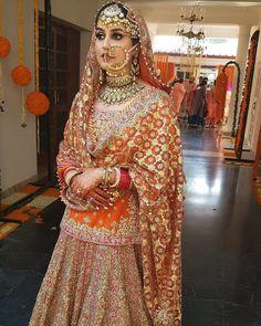 New Indian Bridal Dupatta Mehndi Ideas Indian Bridal Outfits, Indian Bridal Fashion, Pakistani Bridal Dresses, Indian Bridal Wear, Indian Dresses, Indian Clothes, Indian Wear, Bridal Dress Design, Bridal Style