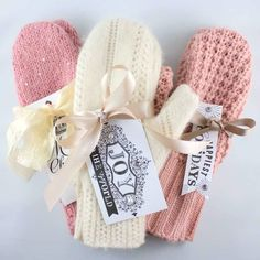 DIY old sweater mittens Sweater Mittens, Old Sweater, Knit Sweaters, Upcycled Sweater, Craft Gifts, Diy Gifts, Handmade Gifts, Sewing Crafts, Sewing Projects