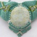 Collar-cuello de macrame con hilo encerado turquesa y ágata