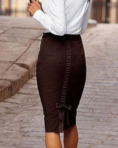 pencil skirt. love the details!