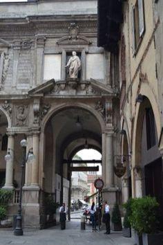 Piazza dei Mercanti Street View