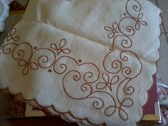 Bilderesultat for bordado en punto palestrina Crewel Embroidery, Embroidery Patterns, Machine Embroidery, Kutch Work, Embroidered Towels, Cover Tattoo, Cutwork, Mandala Design, Needlepoint