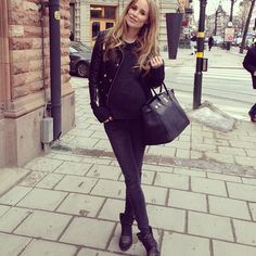 All black Fall maternity fashion