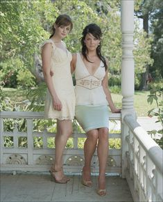 Alexis Bledel & Lauren Graham - Celebhub Gilmore Girls Fashion, Gilmore Girls Quotes, Lauren Graham, Alexis Bledel, Girls Tv Series, Lorelai Gilmore, Rory Gilmore Style, Glimore Girls, Hot Girls