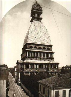 La Mole in costruzione #Torino http://www.torinovintage.it/torino-antica/mole-in-costruzione