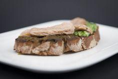 Pan de Castañas de Galicia con doble de pesto e atún ao natural (Caldeirería 26). Santiago(é)tapas 2015 - Santiago de Compostela. Quedamosdetapas