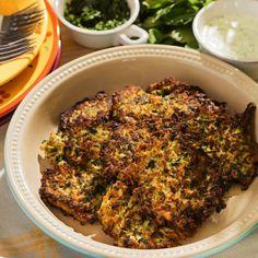 Pyszne placki z cukinii z kurkumą, curry i świeżymi ziołami. Bezglutenowe!