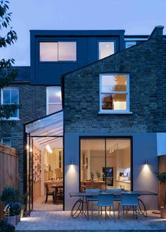 Completed in 2016 in London, United Kingdom. Images by Agnese Sanvito, Tim Crocker . Neil Dusheiko Architects have completed a beautiful and very personal renovation of a Victorian terraced house in Stoke Newington. The house was. House Extension Design, Roof Extension, House Design, Side Return Extension, Extension Ideas, Terraced House, Exterior Design, Interior And Exterior, Luxury Interior