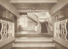 """Poznajecie te schody? Tak wyglądał """"przedsionek biblioteki w latach 1907-1919""""."""