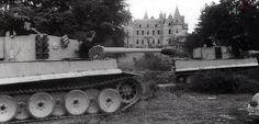 1943, looks like France, probably out for training (Wennermann, Federal Archive).  Des hommes de la 2. Kompanie de la s.Panzer-Abteilung 502 à l'entrainement. Ils rejoindront bientôt leurs camarades sur le front de l'Est, dans le secteur de Leningrad.    A l'arrière-plan, le château du Bois-du-Loup près du camp militaire de Coëtquidan. Le château, bien qu'en bon état, fut détruit par les Américains qui s'en servirent comme cible d'exercice en 1945.