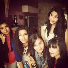 Waliyha and her cousins! Zayn Malik Family, Zayn Malik Photos, Cousins, Families, My Family, Households