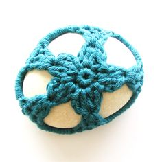 Crochet stone cover (free pattern).