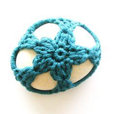 Crochet stone cover (free pattern).