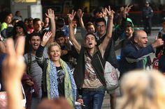 Germans Welcome Migrants After Long Journey Through Hungary and Austria - The New York Times
