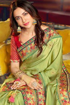 South Indian Silk Saree, South Silk Sarees, You Look Pretty, Embroidery Saree, Silk Sarees Online, Most Beautiful Indian Actress, Beautiful Saree, Embroidered Blouse, Western Outfits