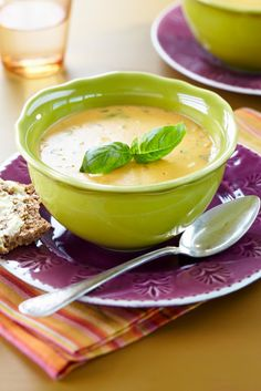 Sweet Potato and Smoked Cheese Soup Soup Recipes, Vegetarian Recipes, Cooking Recipes, Healthy Recipes, Healthy Food, Halloumi, Vegan Shepherds Pie, Smoked Cheese, Food Porn