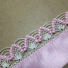 Züleyhanın Tığ Ve iğne Oyaları (@zuleyhanin.oyalari) • Instagram fotoğrafları ve videoları Needle Lace, Chrochet, Clothes Hanger, Needlework, Crochet Patterns, Instagram, Jewelry, Beadwork, Crochet Edgings