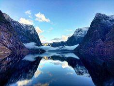 Calmness!  🙌 Pure winter magic  💙 📷 @hellsnes Winter Magic, Closer To Nature, Norway, Tours, Activities, Adventure, Mountains, Travel, Viajes