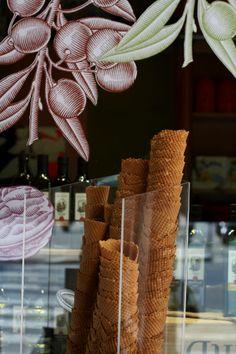 Carnet de Voyage >> Affordable good eats in #Paris http://www.aromasnsabores.com/2014/01/carnet-de-voyage-affordable-good-eats-in-paris/