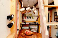 """Freiwillig in winzigen Häusern wohnen – in den USA liegt das im Trend. Die sogenannte """"Tiny-House-Bewegung"""" zählt dort mehrere tausend Anhänger. Fünf verschiedene Entwürfe für Mini-Häuser:"""
