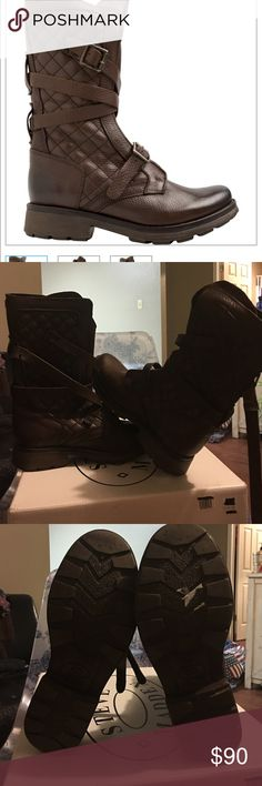 Steve Madden Boots😍 Brand New and never worn. Brown leather combat style boot. ✔️out the inside leather!!Just in time for fall😍 Steve Madden Shoes Combat & Moto Boots
