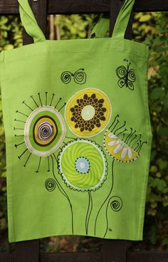 nákupní+taška+s+aplikací+-+květy+z+Marsu+Nákupní+taška+-+100%+bavlna,+s+našitou+aplikací+a+ručně+domalované. +36+x+41+cm+-+s+uchem+72cm. Thread Painting, Kanken Backpack, Paper Shopping Bag, Embroidery Designs, Applique, Design Inspiration, Purses, Sewing, Bags