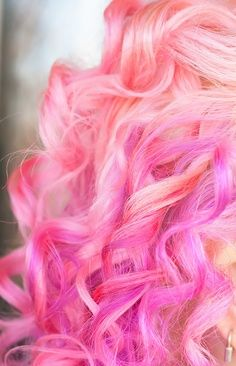 Dye your hair simple & easy to ombre Electric hair color - temporarily use ombre pink hair dye to achieve brilliant results! DIY your hair ombre with hair chalk Pastel Pink Hair, Pretty Pastel, Hair Chalk, Corte Y Color, Heart Hair, Dream Hair, Crazy Hair, Rainbow Hair, Hair Dos