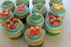 Hawaiian themed cupcakes - Cake by carolyn chapparo Hawaii Cupcakes, Beach Cupcakes, Hawaii Cake, Cupcakes Fondant, Cupcake Cookies, Cupcake Party, Party Cakes, Cupcake Ideas, Cupcake Decorations