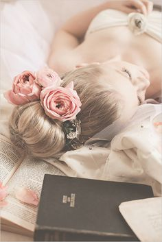 Wedding Hair With Flowers & jewels : Bridal session ideas with elegant hair and floral hair piece. Elegant Hairstyles, Wedding Hairstyles, Bridal Hairstyle, Popular Hairstyles, Bridal Session, Fuchsia, Floral Hair, Color Rosa, Flowers In Hair