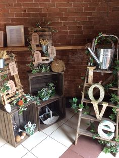 Crate, pallet and ladders table plan display. www.elshamhallevents.co.uk
