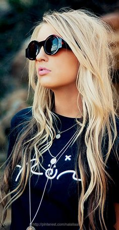 Street style-love the streaks in her hair and that shirt!