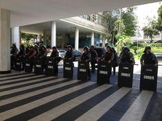 Em entrevista veiculada ontem para um jornal do Paraná, o governador do Paraná, Beto Richa (PSDB), disse que os policiais que estavam na Assembleia Legislativa durante a ocupação dos professores, s...