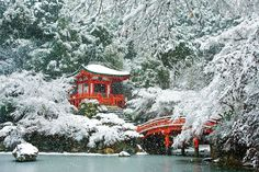 Japan& ancient city of Kyoto is a sight to behold year round, but the real magic happens in winter, reveals food writer Jane Lawson in this insider guide. Beautiful Places In Japan, Most Beautiful Cities, Amazing Places, Wonderful Places, Best Places To Live, Places To See, Japan Travel Guide, Travel Tips, Travel Abroad