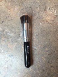 KF02 blends liquid foundation, cream foundation, powder foundation, mineral foundation, or blush.
