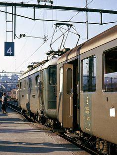 10004 on a train for Zürich. Electric Locomotive, Diesel Locomotive, Holland, Third Rail, Vintage Trains, Rail Transport, Swiss Railways, Electric Train, Oil Rig