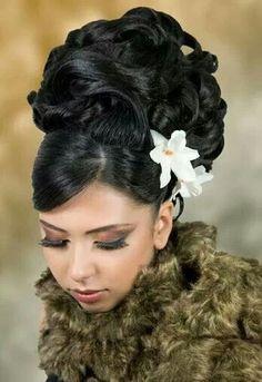 chignon choucroute bouclee avec fleur
