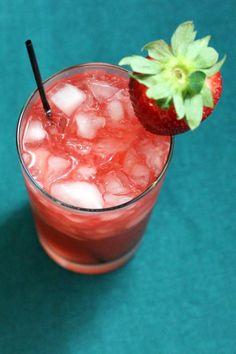 Bahama Mama, the Original Drink Recipe   Mix That Drink Mixed Drinks, Fun Drinks, Yummy Drinks, Alcoholic Drinks, Drinks Alcohol, Refreshing Drinks, Mama Recipe, Recipe Mix, Mojito
