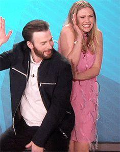 """Chris Evans made a lap dance for Elizabeth Olsen At """"Ellen Degeneres"""" Thanos Avengers, Avengers Cast, Marvel Actors, Marvel Movies, Marvel Funny, Marvel Dc, Robert Evans, Chris Evans Captain America, Bucky Barnes"""