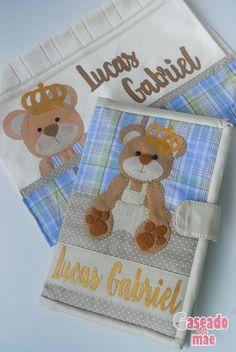 Kit capa de caderneta de vacinas e toalhinha de boca ursinho principe Caseado de mãe