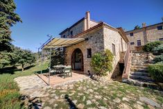 2 bedroom Countryside holiday home in San Gimignano with pool Best Red Wine, Little Gardens, Italy Holidays, Open Fireplace, Open Fires, Tuscan Style, Toscana, Big Houses, Garden Spaces