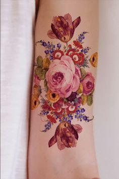 Vintage Rose Tattoos, Black Rose Tattoos, Tattoo Black, Tattoo Vintage, Vintage Flower Tattoo, Tattoo Floral, Tattoo Flowers, Flower Tattoo Designs, Henna Designs