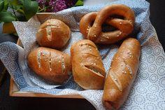 Bezlepkové pečivo - bavorské praclíky, rožky, žemle - Novalim Hot Dog Buns, Hot Dogs, Sausage, Gluten Free, Bread, Food, Basket, Glutenfree, Sausages