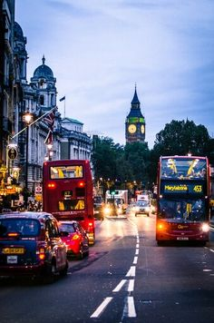 Find images and videos about travel, city and london on We Heart It - the app to get lost in what you love. City Of London, London Style, England Ireland, England Uk, London England, Beautiful London, Beautiful Places, Places To Travel, Places To Visit