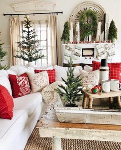 This year I am absolutely loving the farmhouse style Christmas decor. It looks fantastic, but it's not too over the top which I love. I love how simple and effortless the rustic farmhouse Christmas theme looks in any home. Christmas Living Rooms, Christmas Room, Christmas Time Is Here, Noel Christmas, Green Christmas, Winter Christmas, Vintage Christmas, Christmas Design, Christmas Ideas