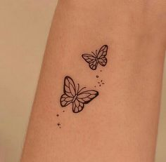 Small Back Tattoos, Tiny Tattoos For Girls, Little Tattoos, Mini Tattoos, Dainty Tattoos, Pretty Tattoos, Cute Tattoos, Tatoos, Butterfly Tattoos On Arm